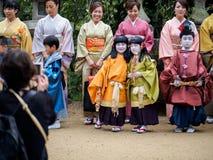 Dzieci przy Kitano Tenmangu świątynią Zdjęcie Royalty Free