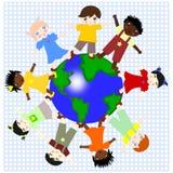 Dzieci różne rasy są na zielonej planecie Zdjęcia Royalty Free