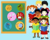 Dzieci różne rasy z książkami w rękach blisko deski Obraz Royalty Free