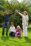 dzieci ręki rodzice zdjęcie stock