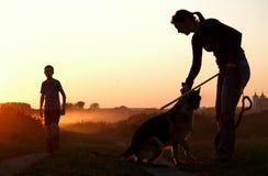 dzieci są psie słońca zdjęcia stock