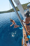 Dzieci skacze od łodzi Fotografia Royalty Free