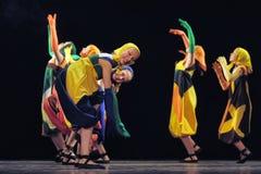 Dzieci tanczy na scenie Zdjęcia Royalty Free