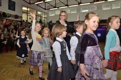 Dzieci tanczy na taniec rywalizaci Obrazy Stock