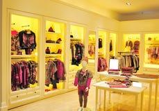 dzieci target281_1_ moda sklep s Obrazy Royalty Free