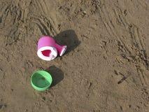 dzieci to zabawki plażowych zdjęcie stock