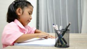 Dzieci używają gumkę kasują słowa zbiory wideo