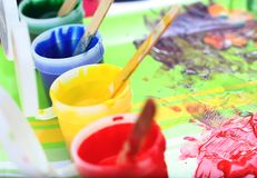 dzieci upaćkany farby s set Zdjęcie Stock
