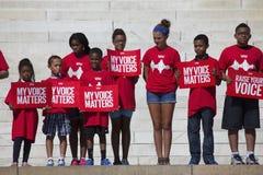 Dzieci w czerwonych koszula dla  Fotografia Royalty Free