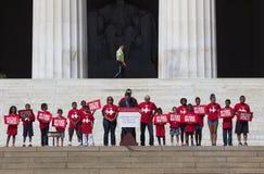 Dzieci w czerwonych koszula dla  Obraz Royalty Free