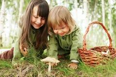 Dzieci w lesie Zdjęcie Stock