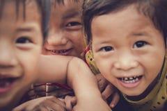 Dzieci w wioski rybackiej bawić się Obraz Stock