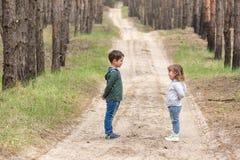 dzieci wpólnie target935_1_ Zdjęcia Stock