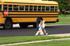 dzieci wraca do domu szkoły Obrazy Royalty Free