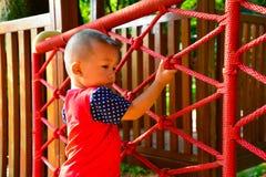 Dzieci wspinać się obraz stock