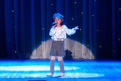Dzieci wykonują w 'W Nowym Stylu' muzyki i sztuki festiwalu Zdjęcia Royalty Free