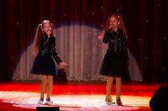 Dzieci wykonują w 'W Nowym Stylu' muzyki i sztuki festiwalu Zdjęcia Stock