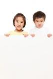 Dzieci Z Białą deską Obraz Royalty Free