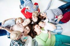 Dzieci z mamami Fotografia Stock