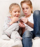 Dzieci z telefon komórkowy Fotografia Royalty Free