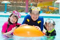 dzieciaków basenu dopłynięcie obrazy stock