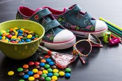 Dzieciaków cukierki i materiał zdjęcie stock