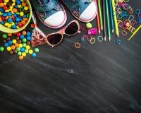 Dzieciaków cukierki i materiał fotografia royalty free