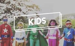 Dzieciaków dzieci dzieciństwa młodości pokolenia pojęcie zdjęcia stock
