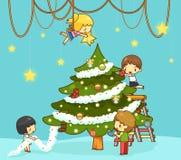 Dzieciaków dzieci z chłopiec i dziewczyny przyjaciółmi dekorują gigantycznego chr royalty ilustracja