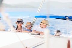dzieciaków luksusu matki jacht Obrazy Stock