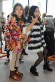 Dzieciaków modelów pozować zakulisowy podczas petiteParade Obrazy Royalty Free