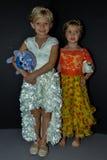 Dzieciaków modelów pozować zakulisowy podczas petiteParade Zdjęcie Stock