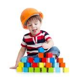 Dzieciak chłopiec jako pracownik budowlany w ochronnym zdjęcia royalty free