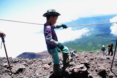 Dzieciak climping Mt Fotografia Royalty Free