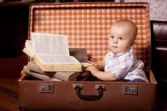 Dzieciak czyta książkę Obraz Stock