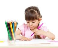 Dzieciak dziewczyny rysunek z colourful ołówkami Obraz Royalty Free
