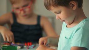 Dzieciak foremka od plasteliny zdjęcie wideo
