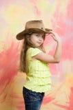 Dzieciak lub dziewczynka w lata t koszula, kowbojski kapelusz Obrazy Stock