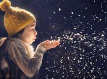 Dzieciak na ciemnym tle Zdjęcie Royalty Free
