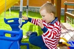 Dzieciak na huśtawce Fotografia Stock