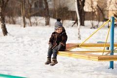 Dzieciak na zima spacerze Zdjęcia Royalty Free