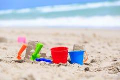 Dzieciak sztuka na plażowym pojęciu obraz stock