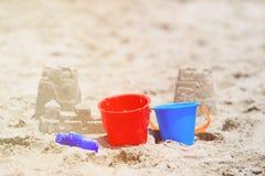 Dzieciak sztuka na plażowym pojęciu zdjęcie stock