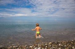 Dzieciak w morze Fotografia Royalty Free