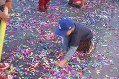 Dzieciak z confetti Obrazy Stock