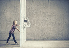 Dzieciak z młotem Zdjęcia Stock