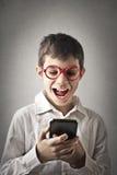 Dzieciak z smartphone obrazy royalty free