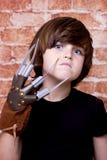 Dzieciak z strasznymi gwoździami na twarzy Ściana z cegieł obrazy royalty free