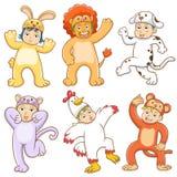 Dzieciak z zwierzętami kostiumowymi. Obraz Royalty Free