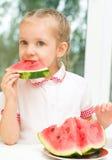 Dzieciaka łasowania arbuz Obrazy Stock